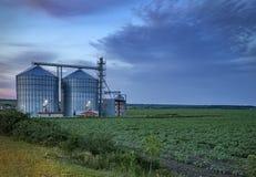 Moderner landwirtschaftlicher Silo lizenzfreie stockbilder