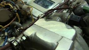 Moderner leistungsfähiger Lkw-Motor stock video