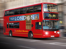 Moderner London-Bus Stockbild