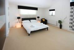 Moderner Luxuxschlafzimmer-Innenraum Lizenzfreie Stockfotografie