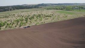 Moderner M?hdrescher Traktor funktioniert auf dem Gebiet S?en und Ernten Das Konzept von Agronomie stock footage