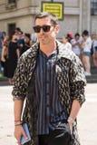 Moderner Mann Milan Men-` s an der Mode-Woche Lizenzfreie Stockbilder