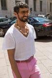Moderner Mann Milan Men-` s an der Mode-Woche Stockbild