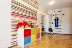 Moderner Raum für Kind stockbild