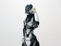 Moderner Roboter, der einen Anruf 3d Cyborg nennt Mobiltelefon macht Stockfoto