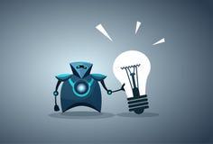 Moderner Roboter, der Glühlampe-Innovations-neues Ideen-künstliche Intelligenz-Konzept hält Stockfotografie