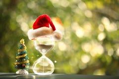 Moderner Sanduhr- und Weihnachtsbaum Lizenzfreies Stockbild