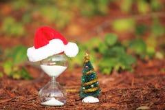 Moderner Sanduhr- und Weihnachtsbaum Lizenzfreie Stockfotografie