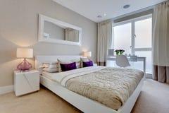 Moderner Schlafzimmer-Innenraum Lizenzfreies Stockbild