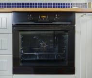Moderner schwarzer Ofen stockfotografie