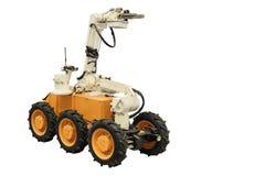 Moderner selbstfahrender Roboter mit der Fernsteuerungsnahaufnahme lokalisiert auf weißem Hintergrund Lizenzfreie Stockfotos