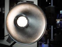 Moderner starker photographischer Blitz für Studiolicht Lizenzfreie Stockfotografie