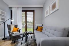 Moderner stilvoller Innenarchitekturraum Stockbild