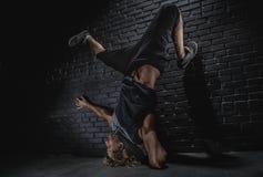 Moderner Tanz des jungen Mannes Stockbild