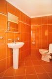 Moderner Toiletten-Innenraum Stockbilder