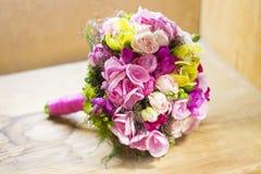 Moderner weißer Hochzeitsblumenstrauß lizenzfreie stockfotos