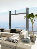 Moderner weißer Wohnzimmerinnenraum mit herrlicher Meerblickansicht Stockfotos