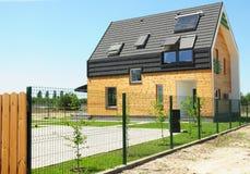 Moderner Wohnungsbau mit Energieeinsparung und Energieeffizienz Stockfotografie
