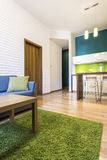 Moderner Wohnungsinnenraum Stockbild