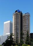 Moderner Wolkenkratzer und Bäume, Madrid, Spanien Lizenzfreies Stockbild