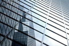 Moderner Wolkenkratzerauszug Stockfoto