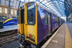 Moderner Zug an der Station Lizenzfreie Stockbilder