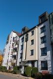 Modernes Apartmenthaus in Hilden stockbilder