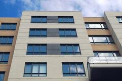 Modernes Architekturgebäude der Eigentumswohnungsstadtwolkenkratzerwohnung Lizenzfreie Stockfotos