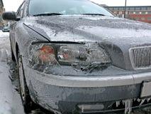 Modernes Auto im Eis Stockfoto