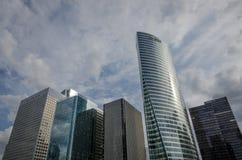 Modernes Büro ragt an der La-Verteidigung in Paris hoch Lizenzfreies Stockbild