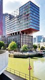 Modernes Bürogebäude in Amsterdam stockbilder