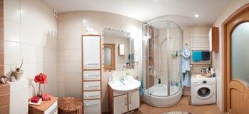 Modernes Badezimmerpanorama lizenzfreie stockbilder