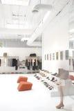 Modernes Bekleidungsgeschäft und salo Lizenzfreie Stockbilder