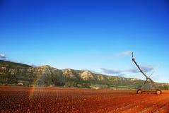 Modernes Bewässerungssystem auf einem Bauernhof Stockfotos