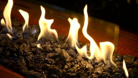 Modernes Bio-fireplot auf Äthanolgasnahaufnahme stock video