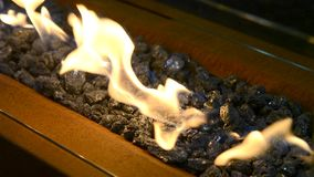 Modernes Bio-fireplot auf Äthanolgasnahaufnahme stock video footage