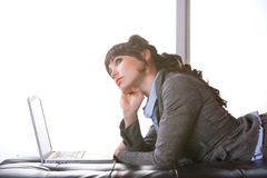 Modernes Büro der Geschäftsfrau Stockfotos