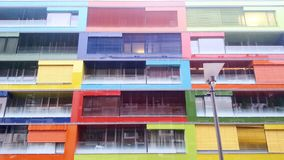 Modernes buntes Gebäude lizenzfreie stockfotografie