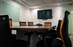 Modernes Design des leeren Bürositzungssaals Lizenzfreies Stockfoto