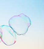 Modernes einfaches abstraktes Design des Nahaufnahmeseifenblase-Hintergrundes mit copyspace Stockfotos
