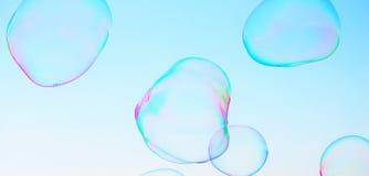Modernes einfaches abstraktes Design des Nahaufnahmeseifenblase-Hintergrundes mit copyspace Lizenzfreie Stockfotografie
