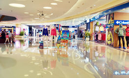 modernes Einkaufszentrum, Innenraum des Einkaufszentrums