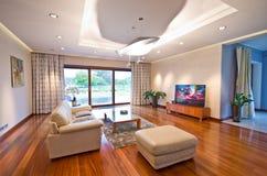 Modernes elegantes Wohnzimmer stockbilder