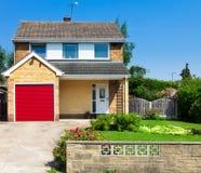 Modernes englisches Haus Lizenzfreies Stockfoto