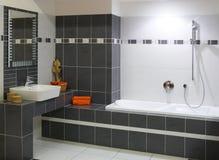 Modernes Entwerferbadezimmer Stockfotografie