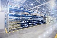 Modernes Fabriklager in der Werkstatt Stockfotografie