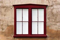 Modernes Fenster auf Stuck-Wand Lizenzfreie Stockfotos