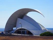 Modernes Gebäude das auditorio Teneriffa in Santa Cruz stockbilder