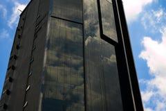 Modernes Geb?ude des Kuala Lumpur-Stadtzentrums mit Wolken stockfotografie