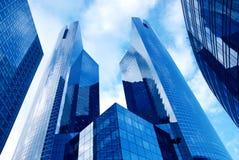 Modernes Gebäude im Geschäftszentrum lizenzfreies stockbild